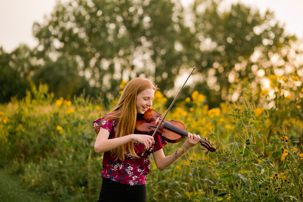 girl playing violin des moines field of yellow flowers iowa senior photographers