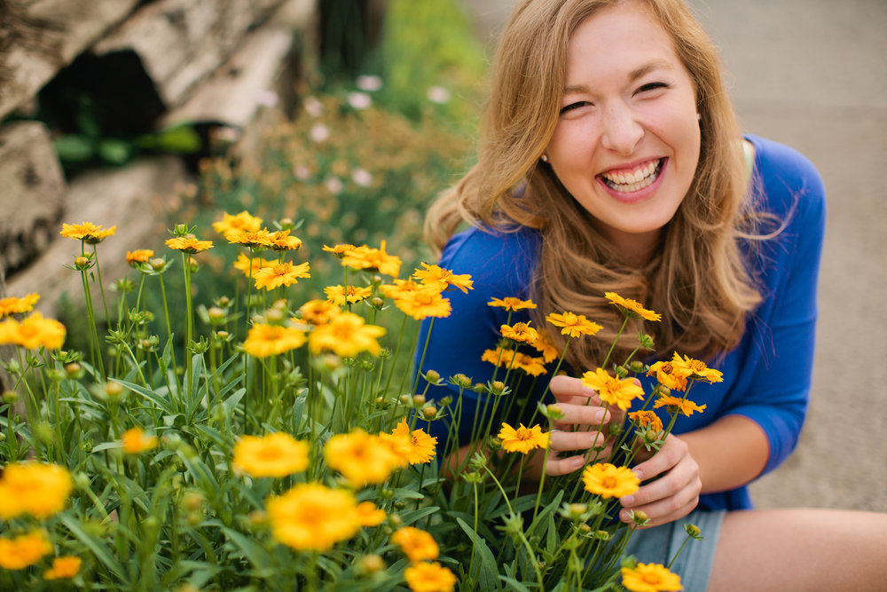 laughing+senior+photo+with+flowers+outdoors.jpg