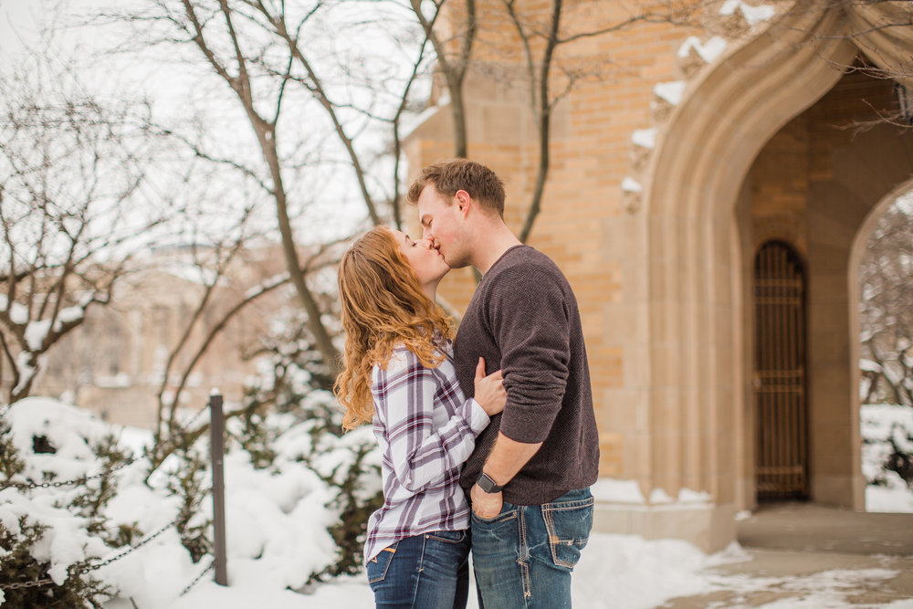 winter des moines wedding and engagement photography