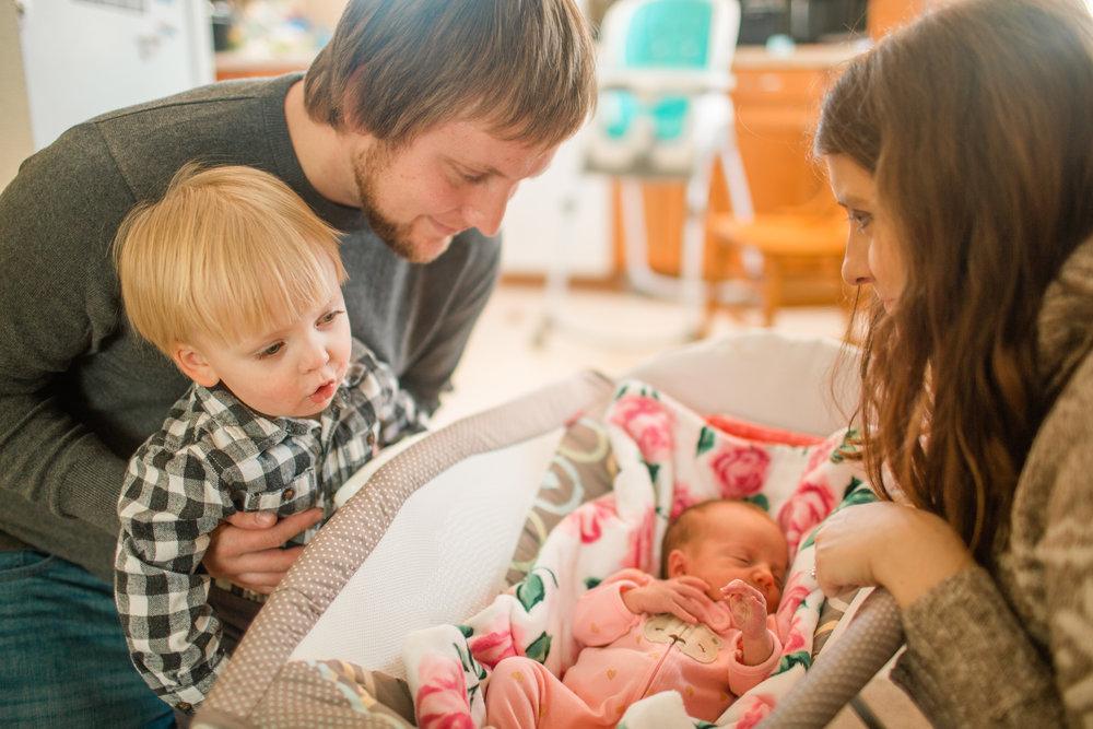 in-home family newborn pictures cedar rapids iowa