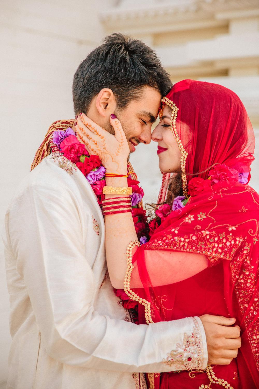 Hindu wedding photos Des Moines Iowa City weddings photographers bride in red sari saree