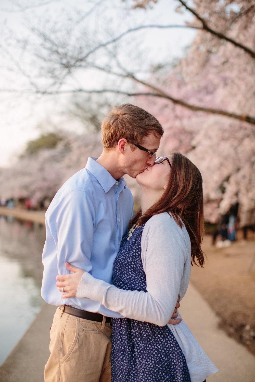 Tidal-Basin-cherry-blossom-engagement-27.jpg