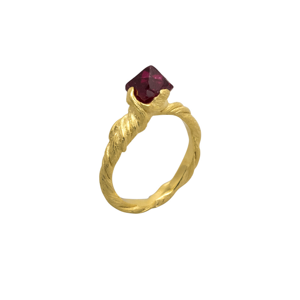Spinel entwine ring 3 crop.jpg
