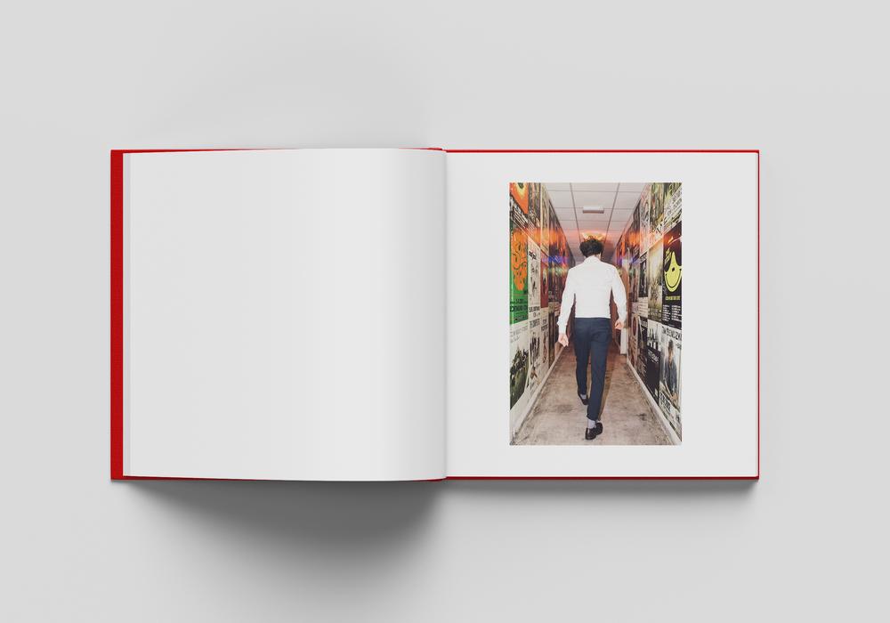Square_Book_Mockup_3_innen_v2.jpg