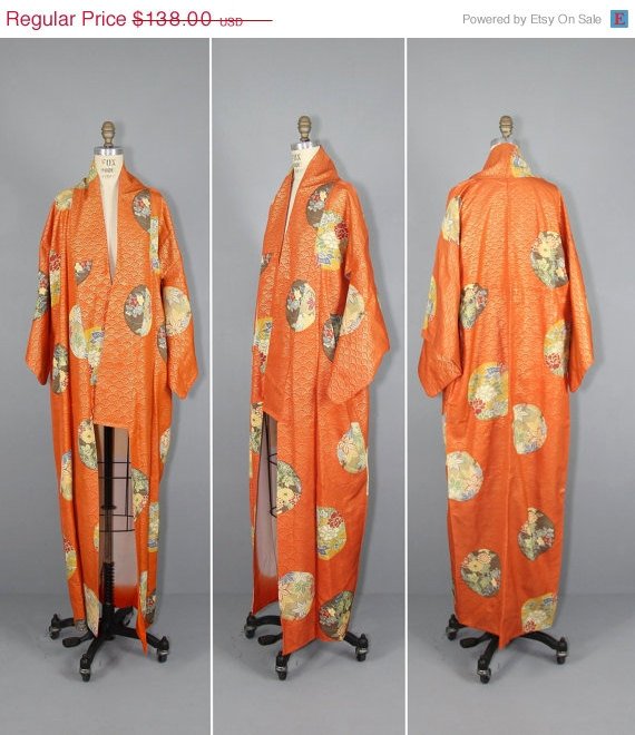 You can purchase this vintage kimono for $110.40 fromPrettyLittleWorldVtg