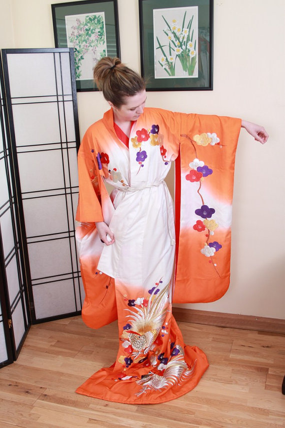 You can purchase this vintage kimono for $221.37 fromOrientalVintage88