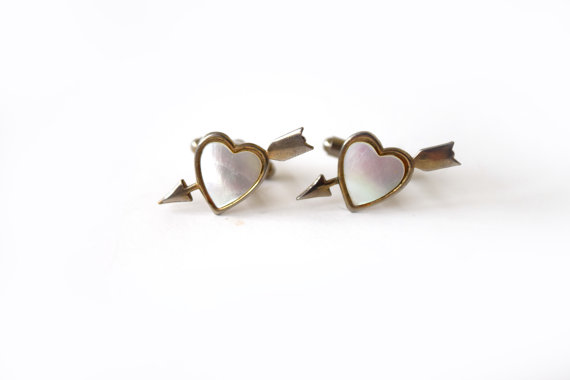 You can purchase these vintage cuff links for $42- from  LuxxorVintage .