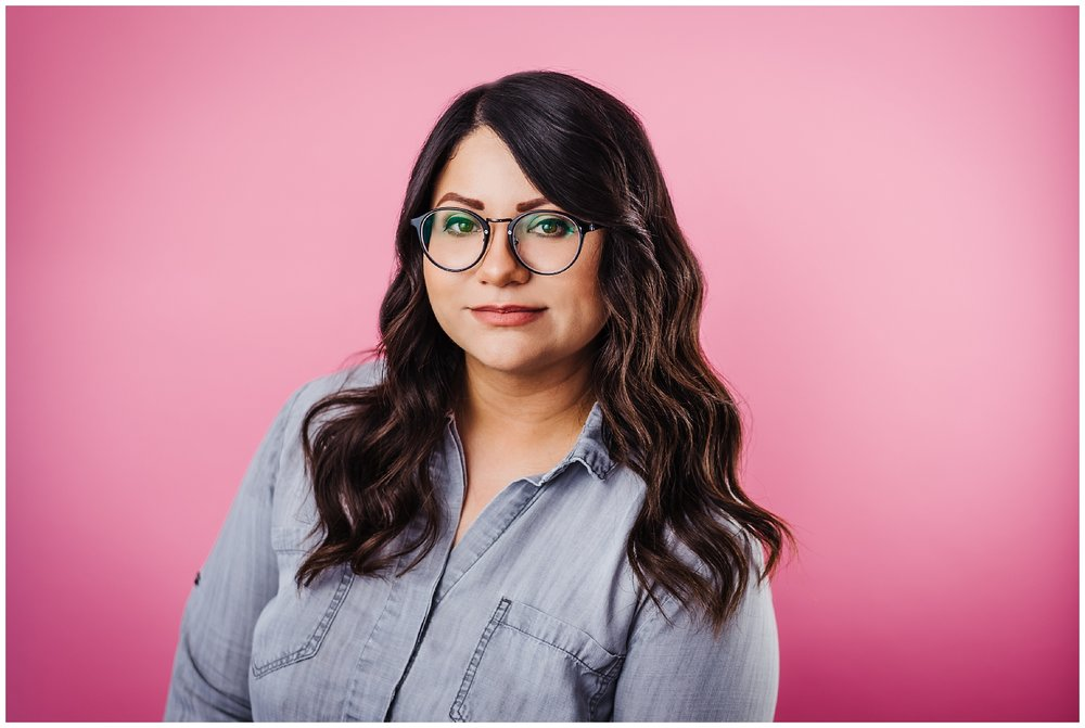 Tampa-portrait-photographer-pink-backdrop-glasses-nerd-expressive_0113.jpg