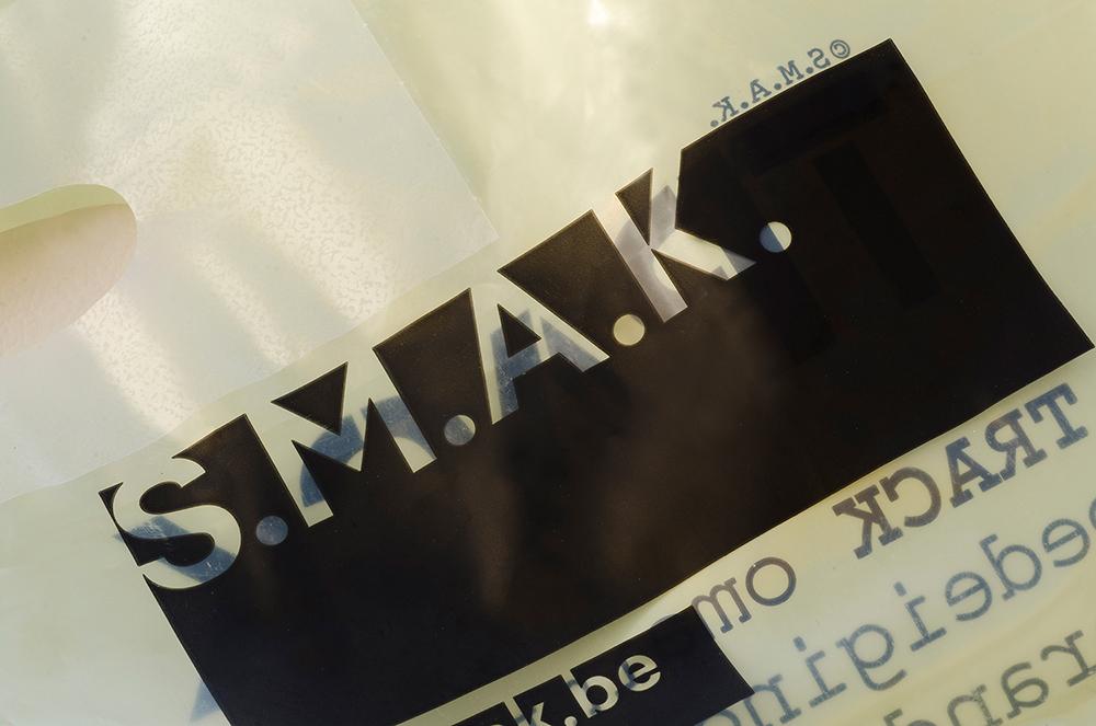 c-bags voor S.M.A.K. // bio-afbreekbaar // LDPE 70 micr bio-afbreekbaar bedrukte draagtassen // LOW BUDGET