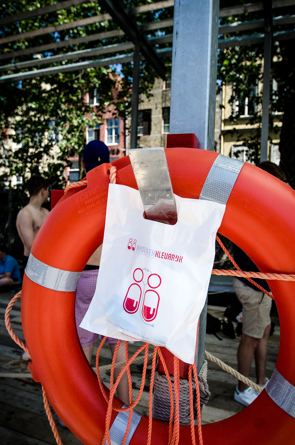 c-bags bedrukte draagtassen voor Apotheek Kleurrijk // LDPE plastieken draagtassen 45 micron // LOW BUDGET!