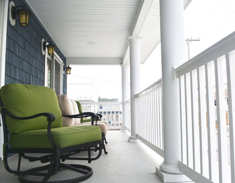 Beach House Deck Porch A&E Construction optimized.jpg