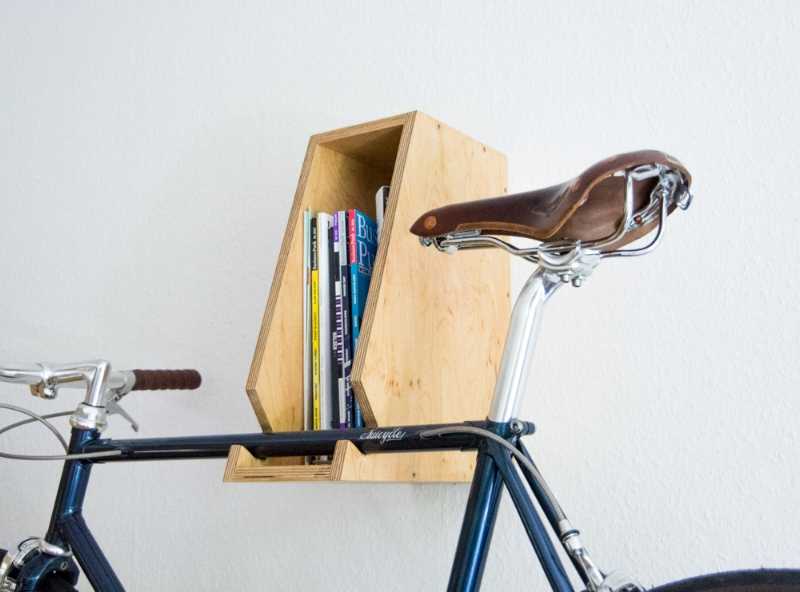 Um das Rennrad zu schützen bietet es sich an, Filz in die Rundungen des Wandhalters zu kleben.