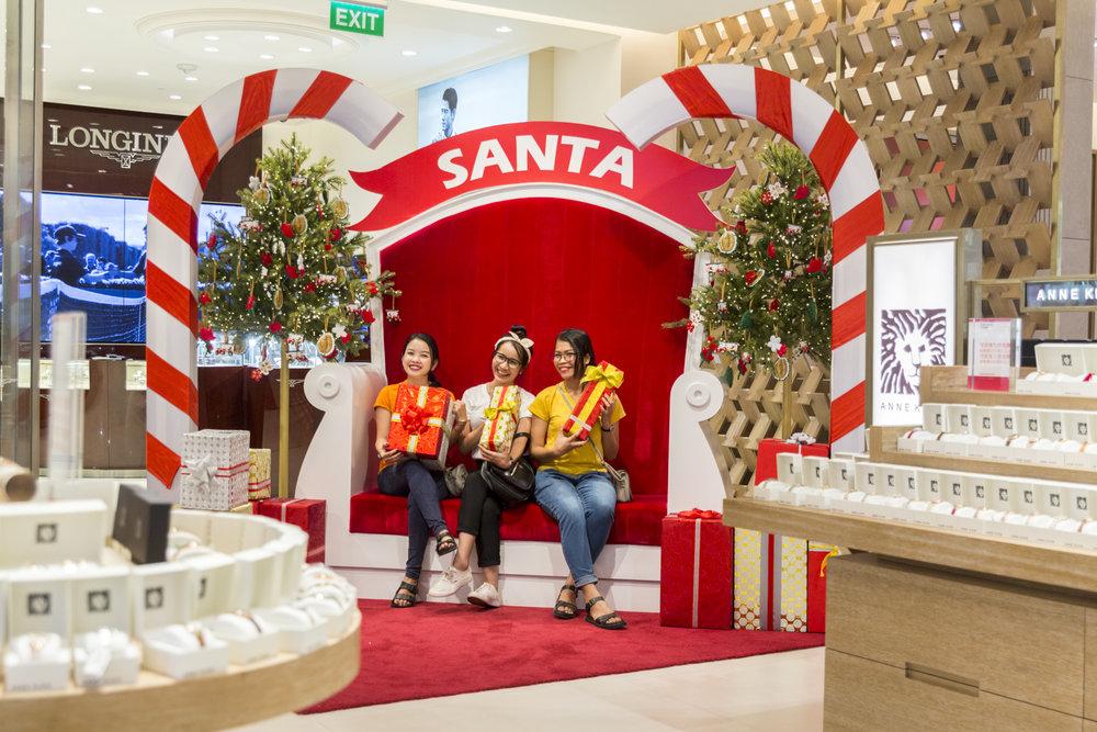 2017-12-02 DFS T-Galleria Christmas Event-1143.jpg