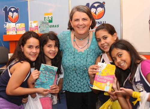siobhan+in+rio+with+kids+and+books.jpg