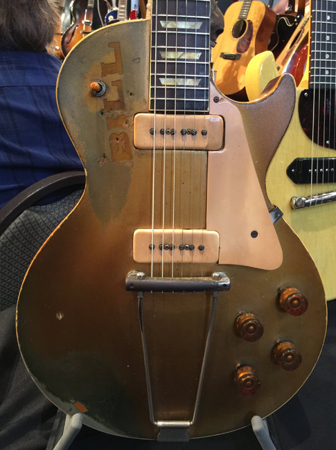 At a recent vintage guitar show in Nashville I came across this beauty.  It's just my opinion but at the moment Bill decided to leave his mark Bill was being an idiot.