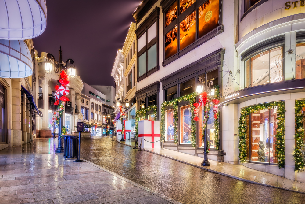 Christmas on Rodeo Drive.  I think its best for me to visit a place like this at night since I can't afford to buy anything here.  Too rich for my blood...