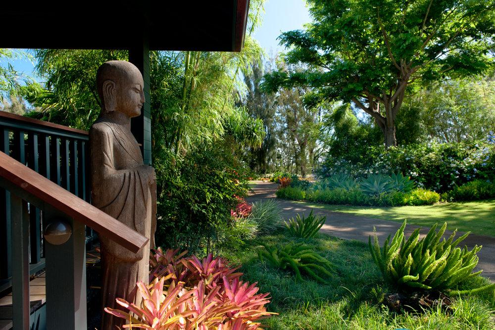 PROPERTY-GARDENS- gurad statue and gardens.jpg