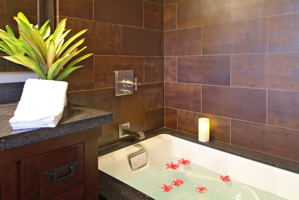PROPERTY-ROOM-2 BED-bathroom tub with flowers.jpg