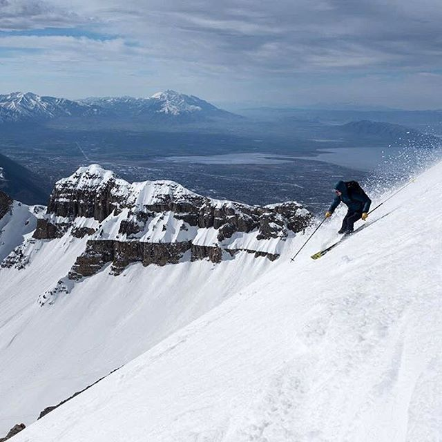a nice one that @westonshirey got of me skiin my cute skis down into the Big Provo Cirque