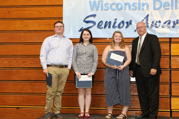 2018 Senior Awards Ceremony20180516_2 (9).jpg