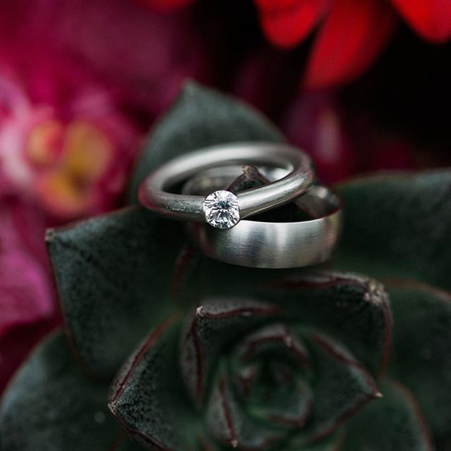 Close up shots of your rings are a must! #inthedetails #katesassakphotography #michiganweddingphotographer #detroitweddings #realwedding #realweddingphotography