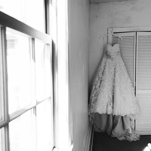 One of my favorite ever dress shots. #detroityachtclub #detroityachtclubwedding #michiganwedding #michiganweddingphotographer #katesassakphotography #inthedetails #weddingdress