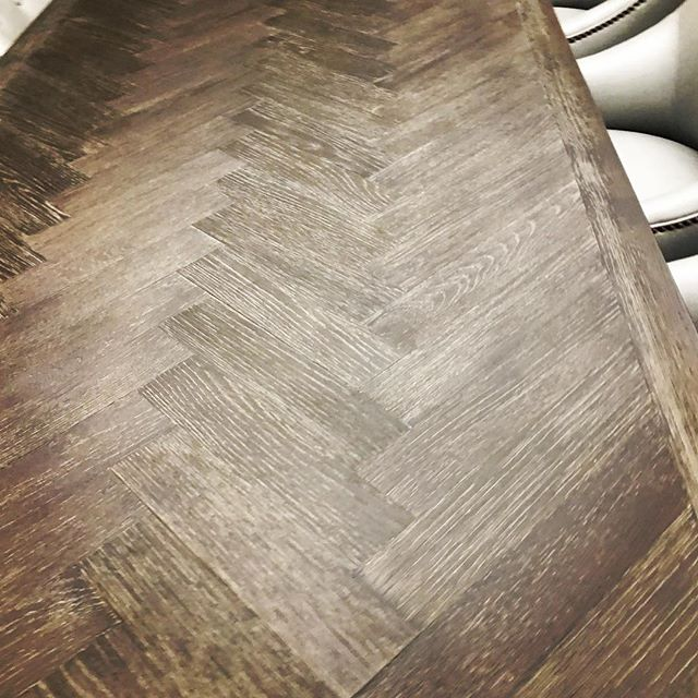 Something about a herringbone pattern warms our #design spirit!