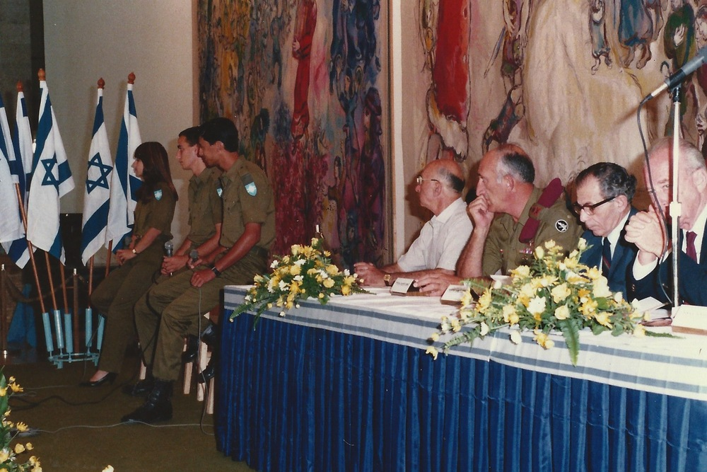Gitit Shoval during her army service, singing at an event with the late Prime Minister, Yitzhak Rabin.