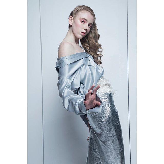Pressé ... Photography \\ @davidpdhyde  Styling \\ @issastevenreilly Model \\ @cidnielou_28 from PRM Hair and Makeup \\ @madeleinegoldsmith ... #newwork #glassskin #tonalbeauty #palebeauty #londonmua #editorialmakeup #haze #bluesteel