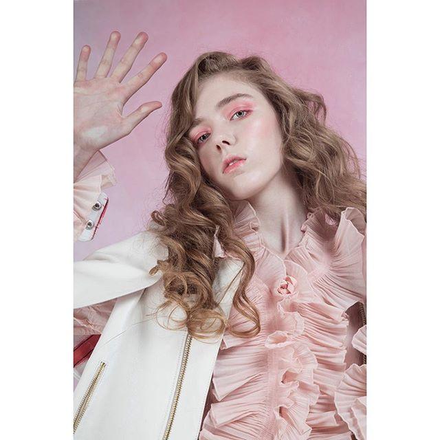 Pressé ... Photography \\ @davidpdhyde  Styling \\ @issastevenreilly Model \\ @cidnielou_28 from PRM Hair and Makeup \\ @madeleinegoldsmith ... #newwork #glassskin #tonalbeauty #palebeauty #londonmua #editorialmakeup #haze #pinksmoke