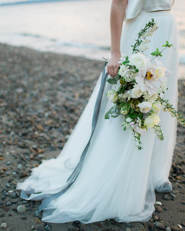 Last night I made a last minute decision to see Garth Brooks in concert. OH MY GOSH IT WAS INCREDIBLE. My favorite was Thunder Rolls and That Summer. Just chills. So here's a stormy vibe to match. || photography : @erikadenhoed || florals : @leahericksonfloral || planning + design : @pacific_engagements || dress : @thedresstheory @thedresstheoryseattle