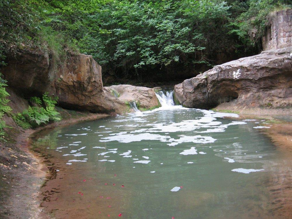 Fountain-of-Lovers-pool-Rennes-les-Bains_2418.jpg