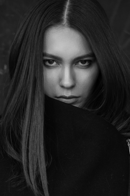 model DAKOTA DUFFY   photographer BONNIE NICHOALDS   mua MICHAEL NETTER / KYSHA MARIE   hair stylist CRE   styled by NIK