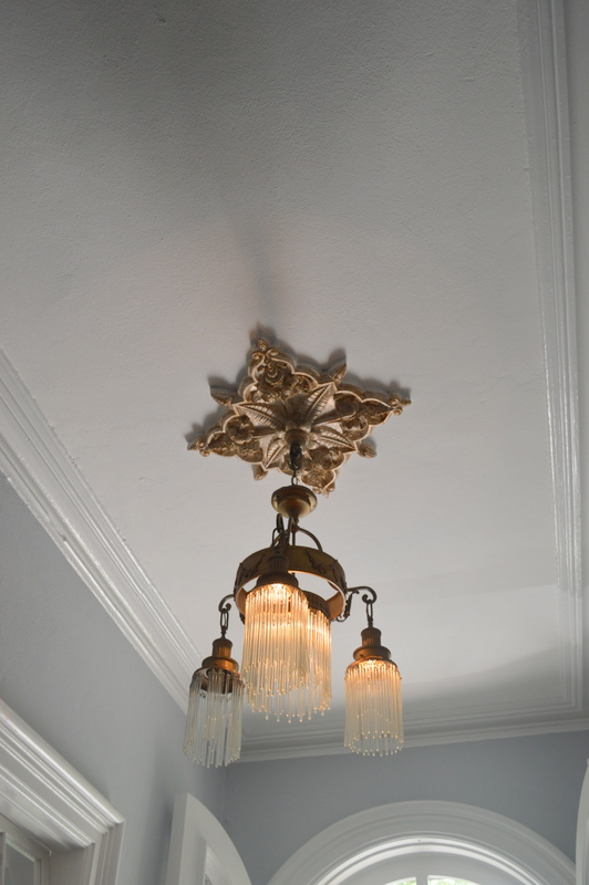 I was obsessed with all of the light fixtures and chandeliers throughout the house! This one in the entryway wasmy favorite!