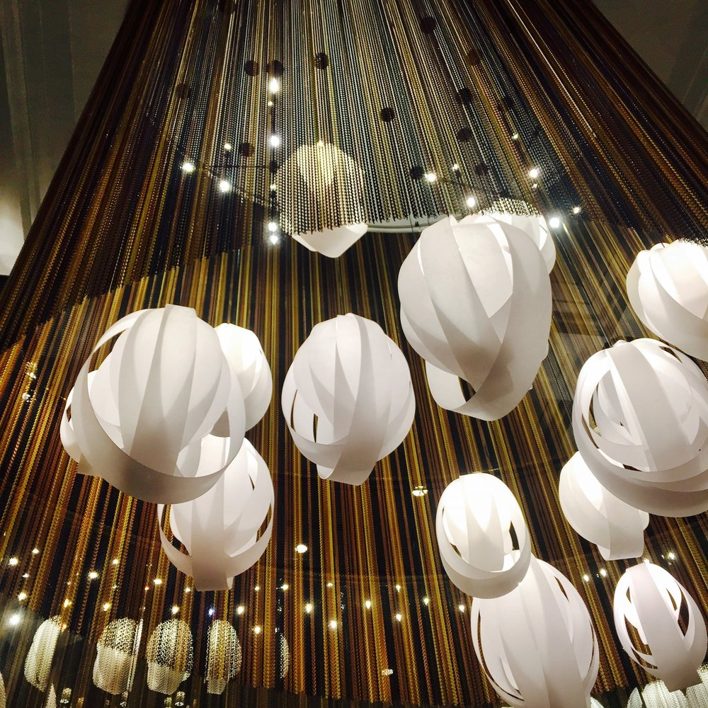 How amazing is this light decor in the center of the hotel? Seriously so pretty!