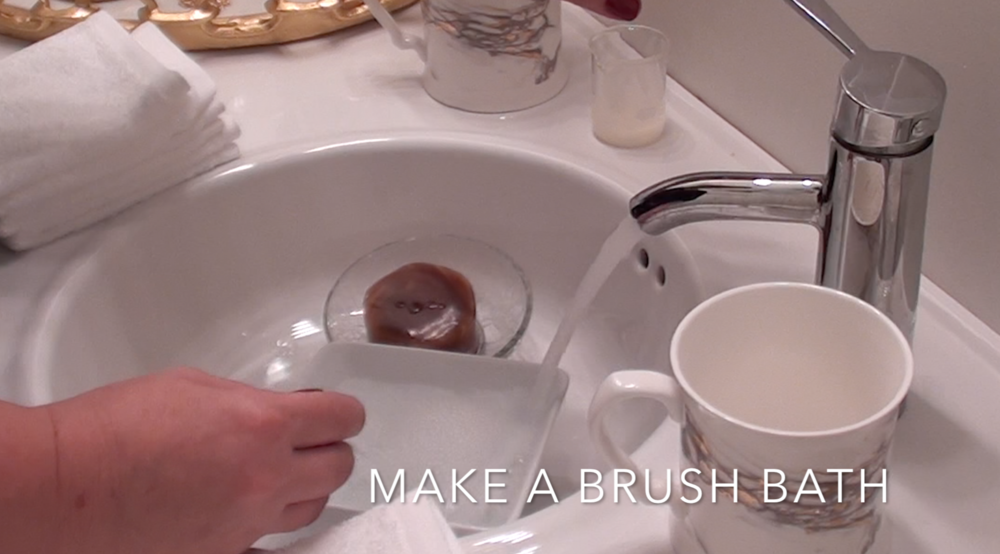 2. Using hot water, make a brush bath.