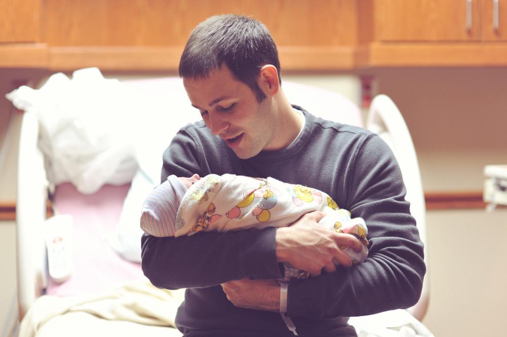 dad baby newborn photogoraphy hospital