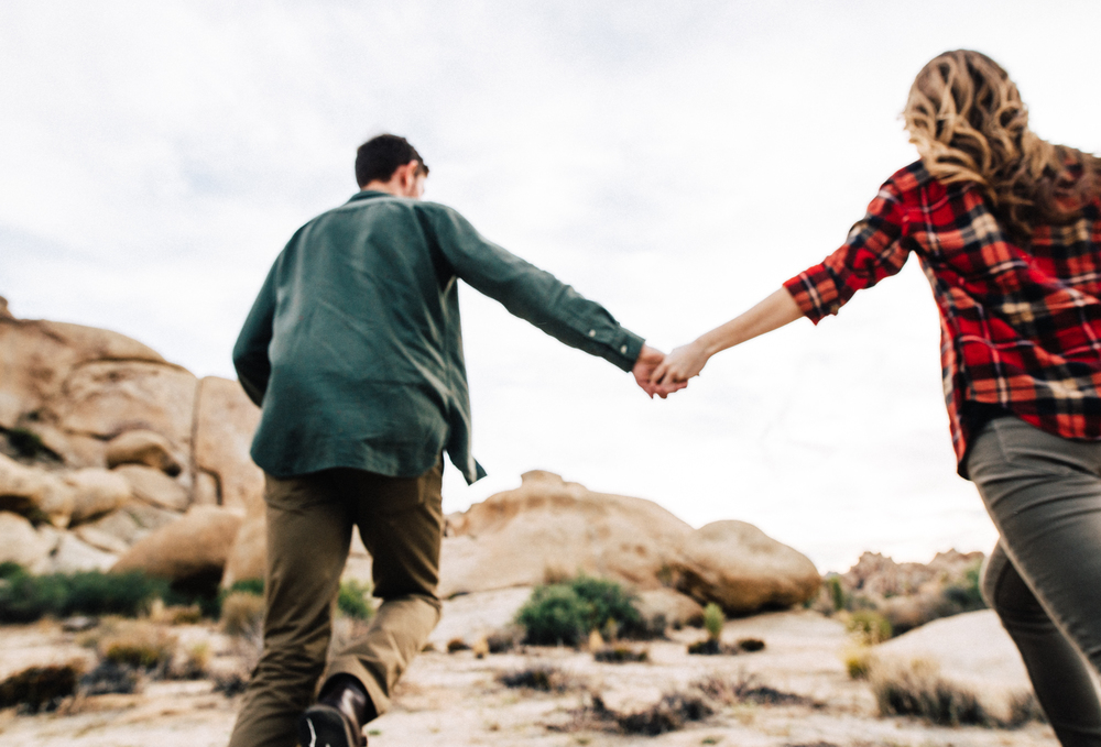 ©Isaiah & Taylor Photography - Destination Wedding Photographers - Joshua Tree, California Adventure Engagement-019.jpg