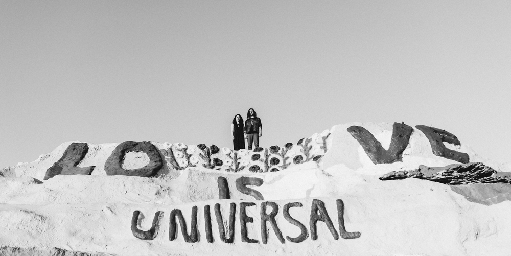 Isaiah & Taylor Photography - Los Angeles - Destination Wedding Photographers - Salvation Mountain, Indo California Desert Engagement-10.jpg