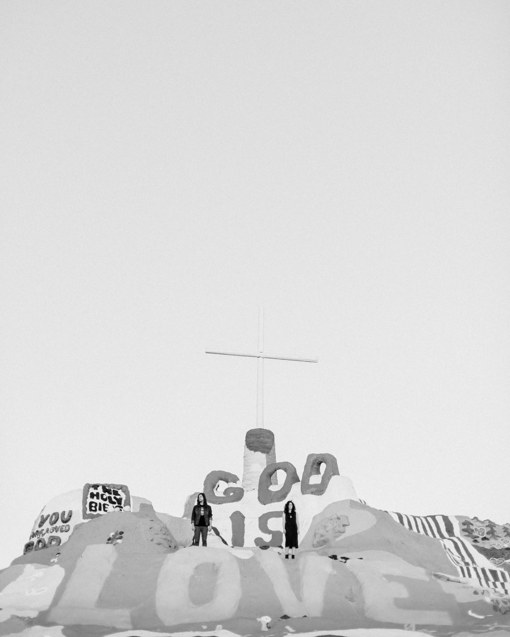 Isaiah & Taylor Photography - Los Angeles - Destination Wedding Photographers - Salvation Mountain, Indo California Desert Engagement-24.jpg