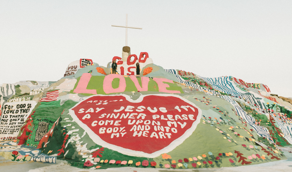 Isaiah & Taylor Photography - Los Angeles - Destination Wedding Photographers - Salvation Mountain, Indo California Desert Engagement-23.jpg