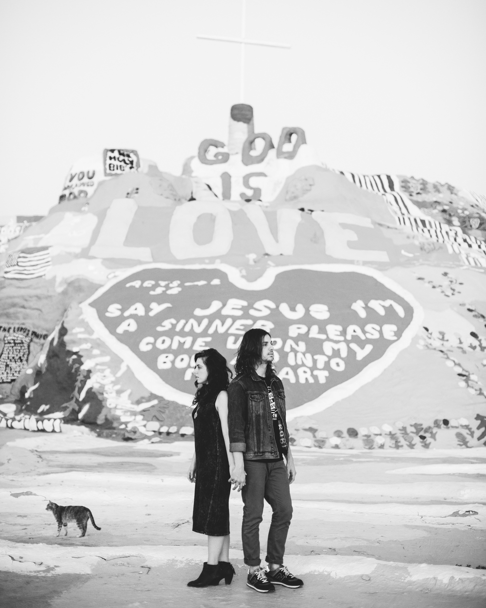 Isaiah & Taylor Photography - Los Angeles - Destination Wedding Photographers - Salvation Mountain, Indo California Desert Engagement-34.jpg