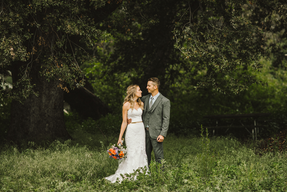 Isaiah & Taylor Photography - Los Angeles - Destination Wedding Photographers - Oak Glen Wilshire Ranch Foggy Forest Wedding-34.jpg
