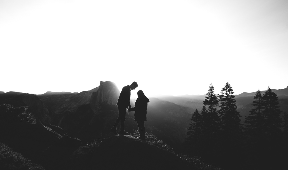 ©Isaiah & Taylor Photography - Los Angeles Destination Wedding Photographer - Yosemite National Park Hiking Adventure Engagement - Glacier Point Sunrise-015.jpg