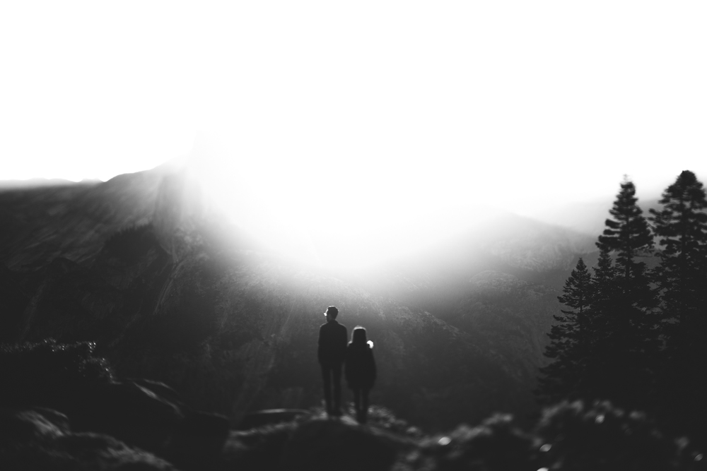 ©Isaiah & Taylor Photography - Los Angeles Destination Wedding Photographer - Yosemite National Park Hiking Adventure Engagement - Glacier Point Sunrise-016.jpg