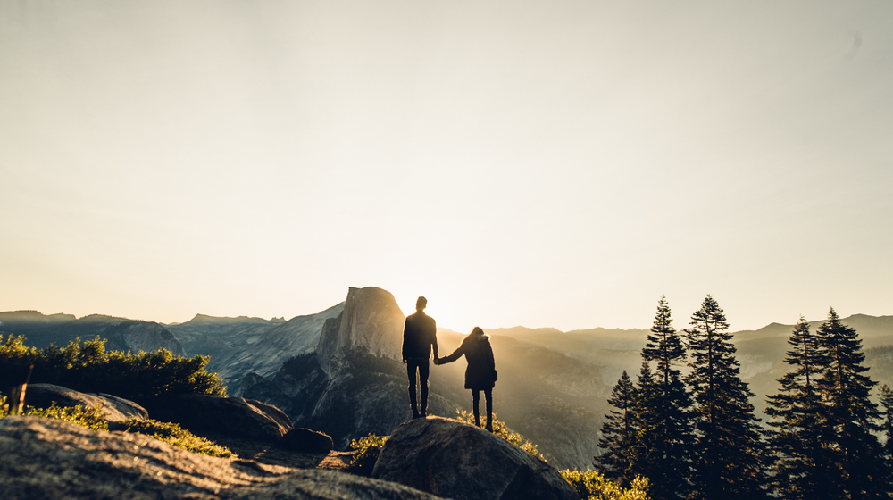 ©Isaiah & Taylor Photography - Los Angeles Destination Wedding Photographer - Yosemite National Park Hiking Adventure Engagement - Glacier Point Sunrise-020.jpg