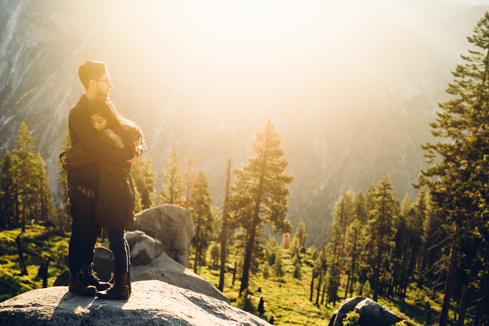 ©Isaiah & Taylor Photography - Los Angeles Destination Wedding Photographer - Yosemite National Park Hiking Adventure Engagement - Glacier Point Sunrise-021.jpg