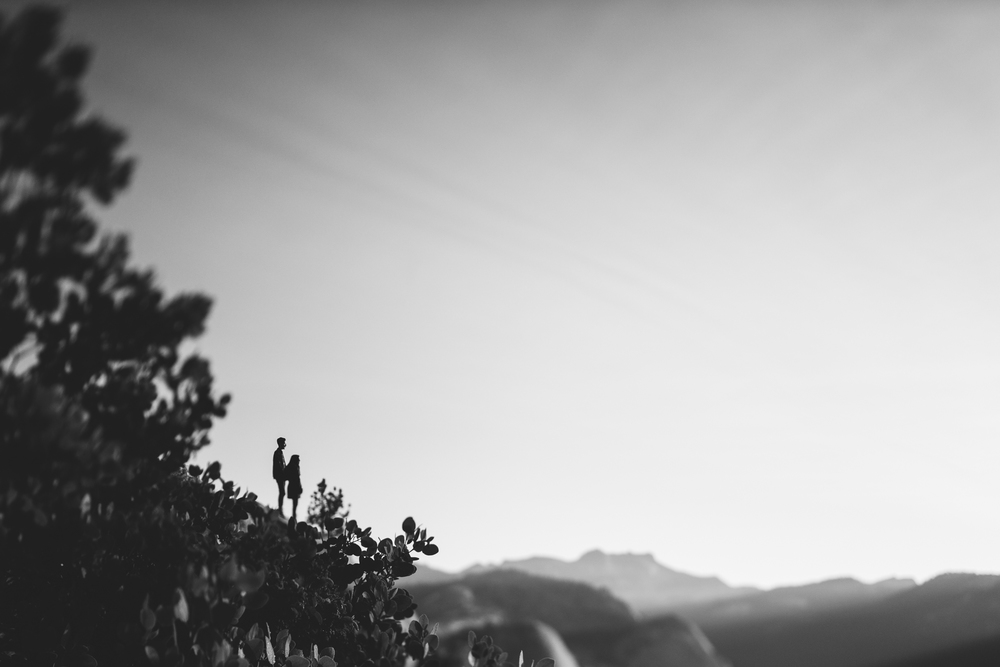 ©Isaiah & Taylor Photography - Los Angeles Destination Wedding Photographer - Yosemite National Park Hiking Adventure Engagement - Glacier Point Sunrise-026.jpg