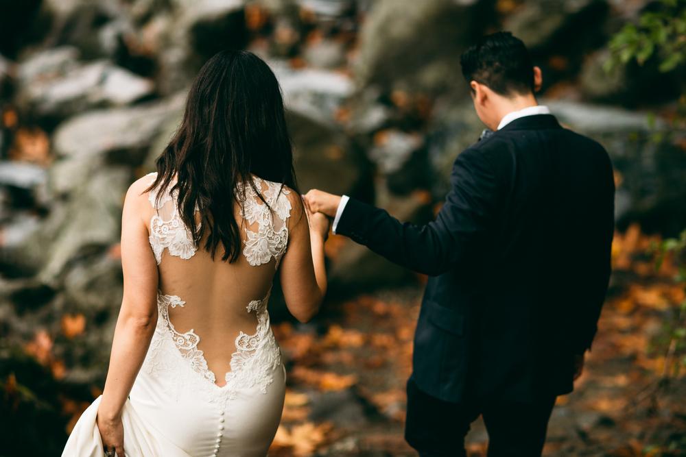 ©Isaiah & Taylor Photography - Los Angeles Wedding - Snoqualmie, Washington Honeymoon-008.jpg