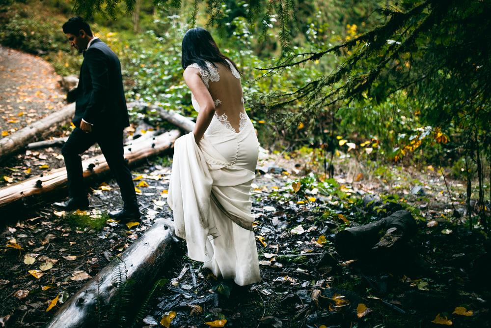 ©Isaiah & Taylor Photography - Los Angeles Wedding - Snoqualmie, Washington Honeymoon-047.jpg